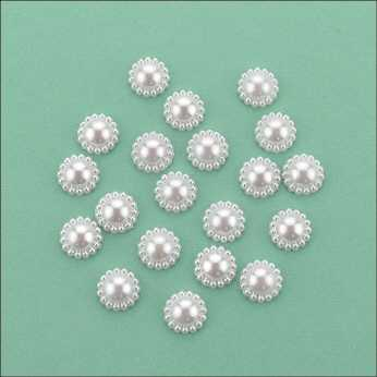 Flat Backed Pearl Medallion 13 mm white